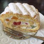 プティ・カザリス - フルーツロールケーキ