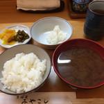 38079413 - 平日のランチ定食 これにカウンターに天ぷらが次々揚がってきます。