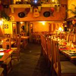 フォンダ・デ・ラ・マドゥルガーダ - テキーラカクテルとラテンライブで素敵な夜をお過ごしください
