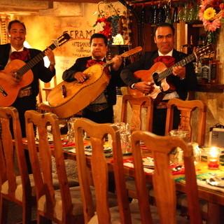 メキシコの3人組楽団「マリアッチ」の生演奏