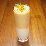 オリエンタルレシピカフェ - 自家製陳皮入りフレッシュみかんとヨーグルトのジュース