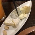 ビストロ シバ - チーズの盛り合わせ¥780