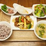 オリエンタルレシピカフェ - お野菜メインのランチ 季節野菜と鶏団子の黒酢あん