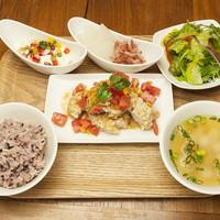 オリエンタルレシピカフェ - 魚介がメインのランチ さばの山査子ソースの揚げびたし