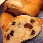 38088949 - いちぢくとクルミのパン350円