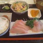 さかなや - 刺身盛り合わせ定食(ブリ、スズキ)980円