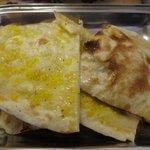 プリンス インドレストラン - 普通のナンとガーリックナン