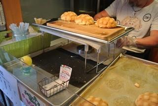 世界で2番めにおいしいメロンパンアイス Tokyoシブヤ店 - 焼きたてメロンパン