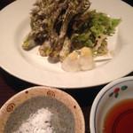千代芭 - たらの芽とこしあぶらの天ぷら800円