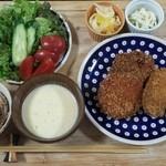 淡路ビーフ新谷 - 料理写真:晩ごはんのおかずになるコロッケたち。
