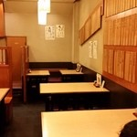渋谷 更科 - テーブルがいっぱい