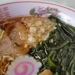トモエ - ワカメに刻み玉ねぎと、スープによく合ってます