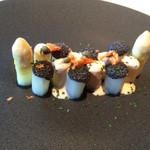 38096606 - 前菜のホワイトアスパラ。桜海老など色も楽しい
