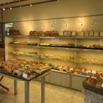 ベッラドンナ - 私はランチにはちょっと早い時間帯にお伺いしたんでパンを数品購入してお持ち帰りです。