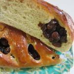 ベッラドンナ - 中にラム酒で漬けたレーズンがたっぷり入ったくるみパンです。