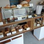 にちりん製パン - 売り場全貌