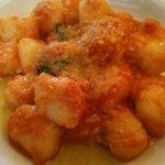 3810265 - バジリコ風味のトマトソースのニョッキ アップ