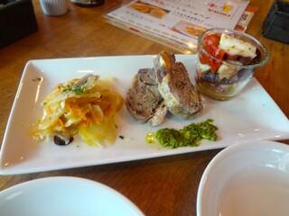 トスカーナ 吉祥寺店 - 牛アキレス腱と野菜のマリネ、3種のお肉のパテドカンパーニュ。明石ダコと甘味トマトのマリネ