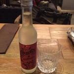 カフェオロビアンコ - 福島県の榮川酒造とオロビアンコのコラボ発泡日本酒(^_^) ほんのり麹の甘さがありますが、辛口です⁉️