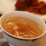 洋食の老舗 美松 - 2015年5月 野菜のスープをつけてくれます