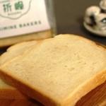 オリミネベーカーズ - オリミネ食パン 6枚ギリで。袋を開けるとふわ~と香りが!