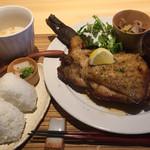 鶏食堂バル トリイチ - 骨付き鶏ランチ