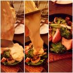 38156539 - とろ〜りチーズのラクレット(焼、5種盛り)