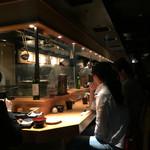 金舌 - 2015/4 薄暗い店内の様子