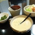 西洋食房 芝 - 2014年8月 スペシャルランチのスープ、サラダ。