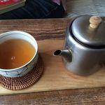 カフェ カチル - ランチにはコーヒー、紅茶、三年番茶がつきます。