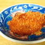 大衆割烹 藤八 - 4大名物の一つ「肉じゃがコロッケ」