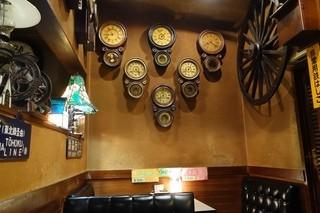 喫茶 マロン - 2014年8月 時計があちこちにありました~動いてないみたいですけど~
