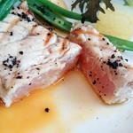 ミュゼ オオサカ - 表面は香ばしく中は半生のマカジキに、魚介の出汁が凝縮されたソースが合う!