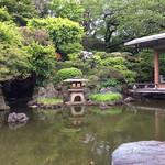 ザ・ガーデン - ラウンジ下の日本庭園。 披露宴などが行われているのでスタッフの方へお聞きして出入り口まで案内して頂きました。