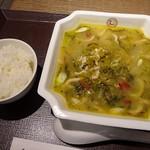 中国大明 火鍋城 天神食府 - 「高菜と細切肉麺」に、白ご飯が付きます