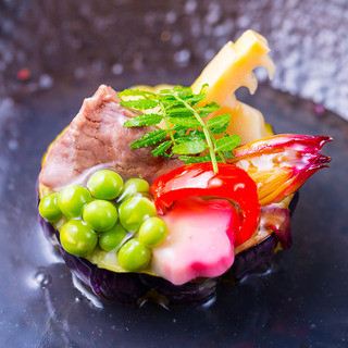 素材の味を生かした神戸牛割烹をお楽しみ頂けます