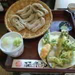 38173749 - 山菜天ぷらと盛りそば