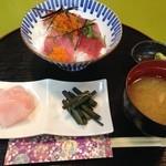 いなり屋 - 料理写真:マグロ丼1200円→500円