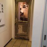Cafe WALL - エレベーターを上がると一瞬不安になる入り口
