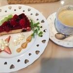 カトルセゾン - 料理写真:日替わりケーキセット 700円