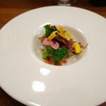 38185175 - 鶏胸肉、蛍烏賊、ブロッコリーのサラダ