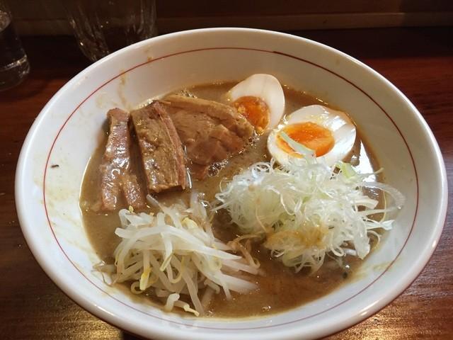味噌ラーメン専門店 麺と人 京都本店 - 初めて来ました。4月30日オープンらしいです。味噌とんこつの専門店です