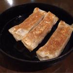 38186172 - 【鉄鍋餃子】(350円税込)こちらは、Sサイズです。