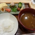 御りょうり屋 伊藤 - お味噌汁とご飯 ご飯の友も色々。
