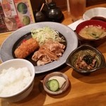 八王子ゆうご - 料理写真:「カニクリームコロッケ&生姜焼定食 (900円)」