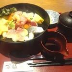 38192574 - 朝食セットメニュー「海鮮丼」(980円)