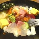 38192577 - 朝食セットメニュー「海鮮丼」(980円)