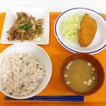 銀杏メトロ食堂 - 〔日替〕本郷セット(¥550)、ごはんは五穀米を選択。変わらぬ味噌汁に感涙(T-T)