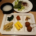 和ぎ - ヒロ厳選モーニング 吞んだ朝には嬉しいお粥!名物?の串カツも!中はたこ焼きです(笑)