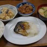 江戸堀 - 2015.06 マイ焼き鯖定食って感じ?焼き鯖、おから、牛筋煮込み、ご飯味噌汁が付いて890円